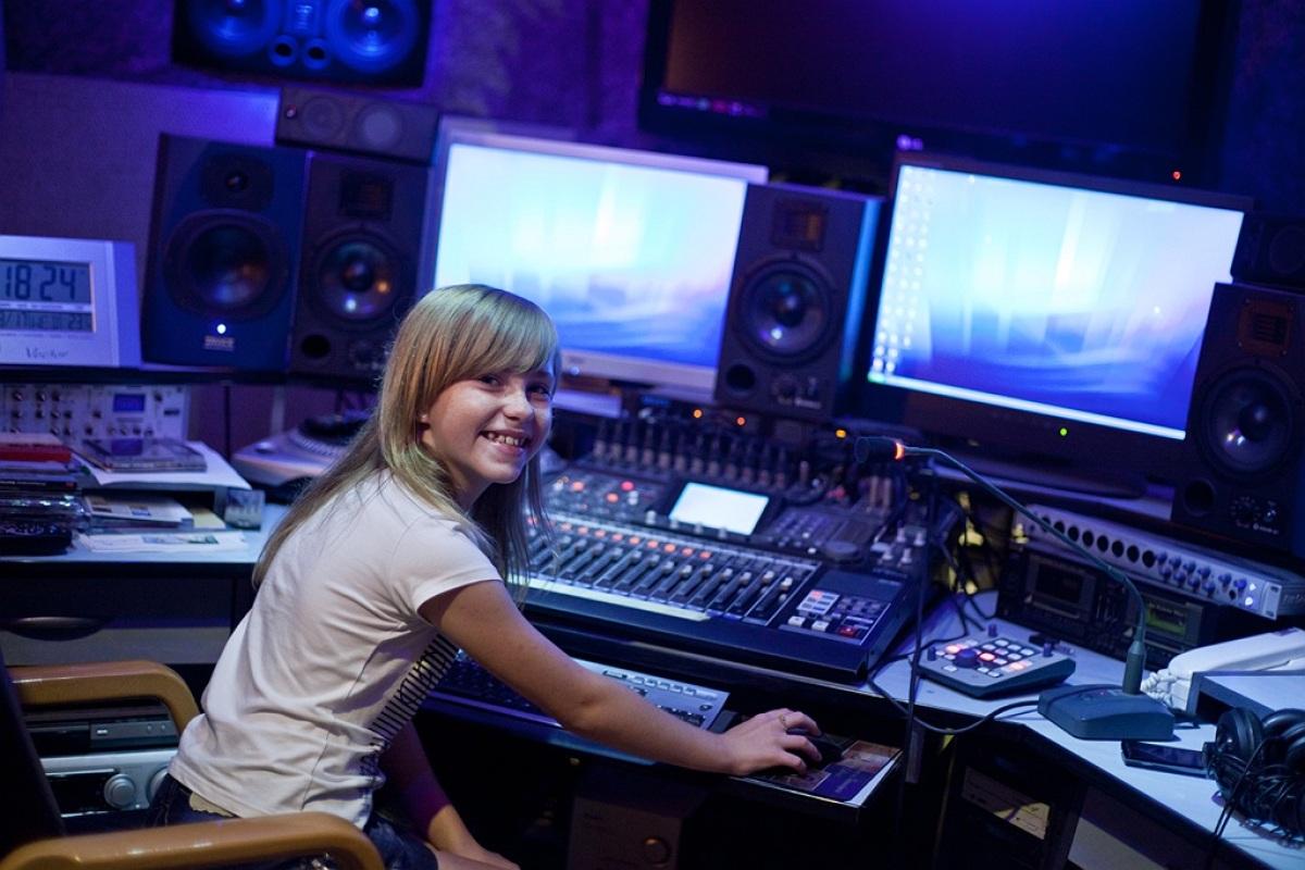 Magda Welc w studiu nagraniowym